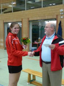 Willi Leimenstoll gratuliert Jana Wiedemann nachträglich zum zweifachen BW-Meistertitel